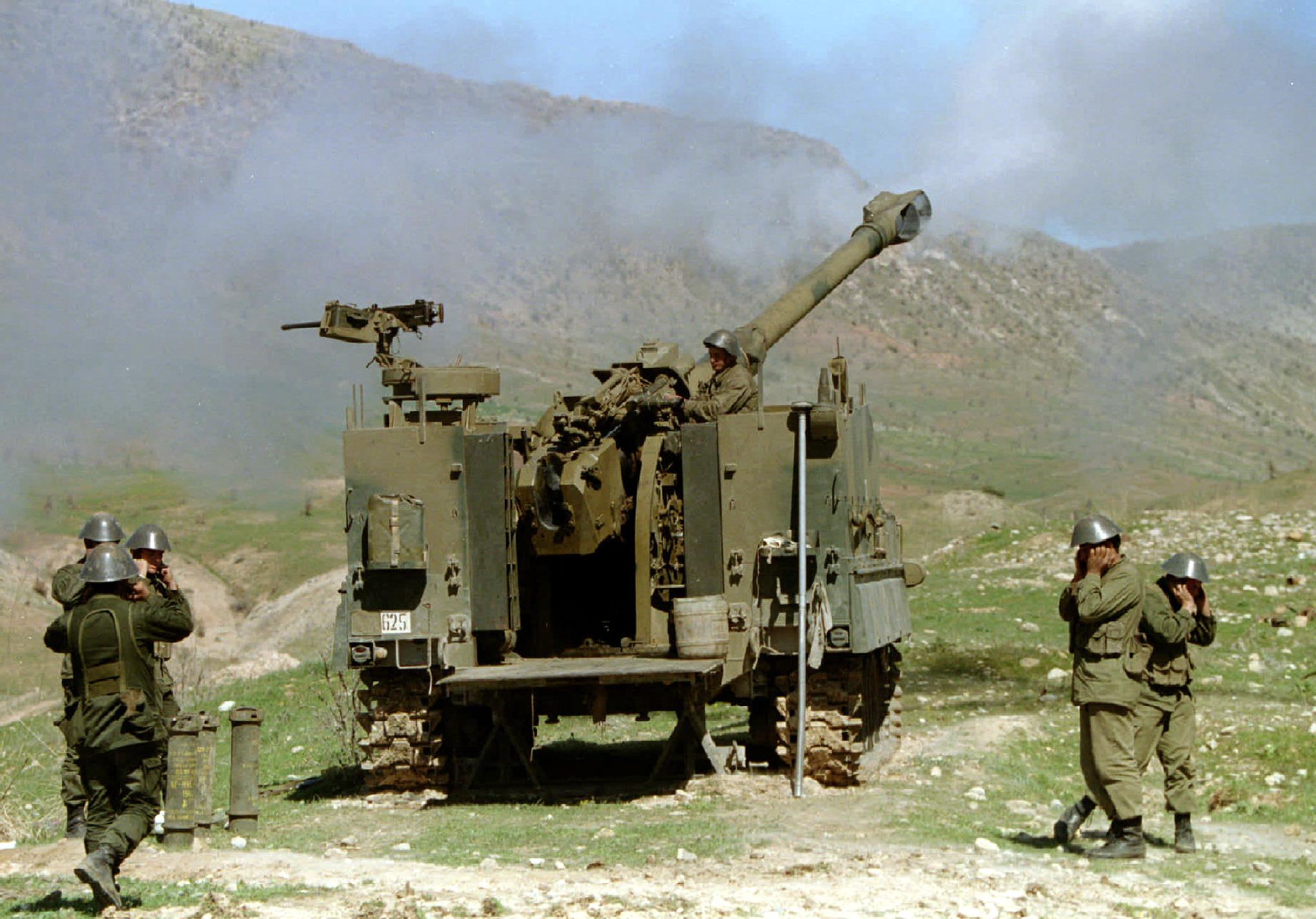 1995-03-22T120000Z_894348504_PBEAHUNACAW_RTRMADP_3_IRAQ