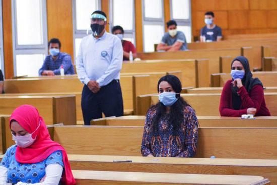 طلاب جامعة مصر للعلوم والتكنولوجيا  (12)