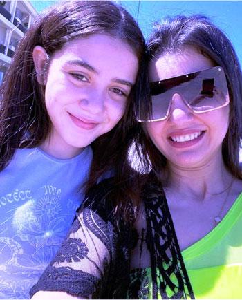 دينا فؤاد وابنتها زينة (3)