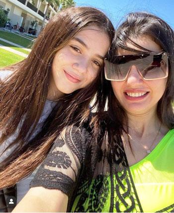 دينا فؤاد وابنتها زينة (2)