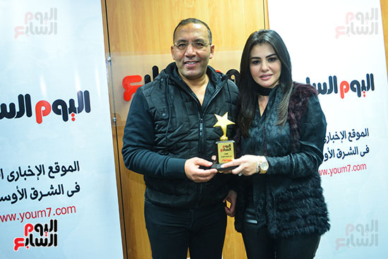 الكاتب الصحفى خالد صلاح يكرم الفنانة دينا فؤاد