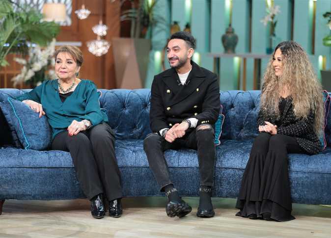 نادر حمدي وزوجته ووالدته