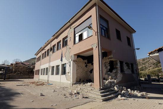49830--أضرار-مادية-كبيرة-بسبب-زلزال-بقوة-6.3-ضرب-اليونان-(2)