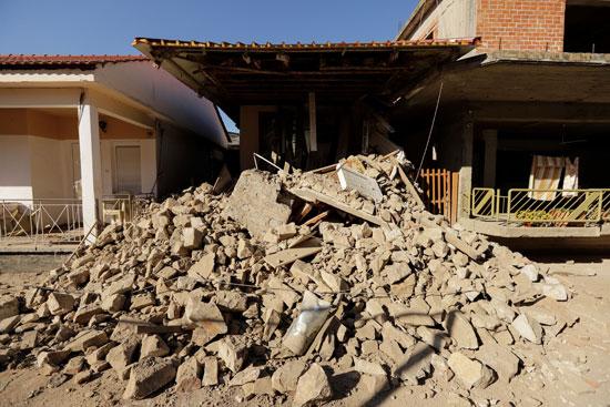 78391--أضرار-مادية-كبيرة-بسبب-زلزال-بقوة-6.3-ضرب-اليونان-(1)