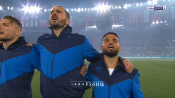 منتخب ايطاليا اثناء النشيد الوطني