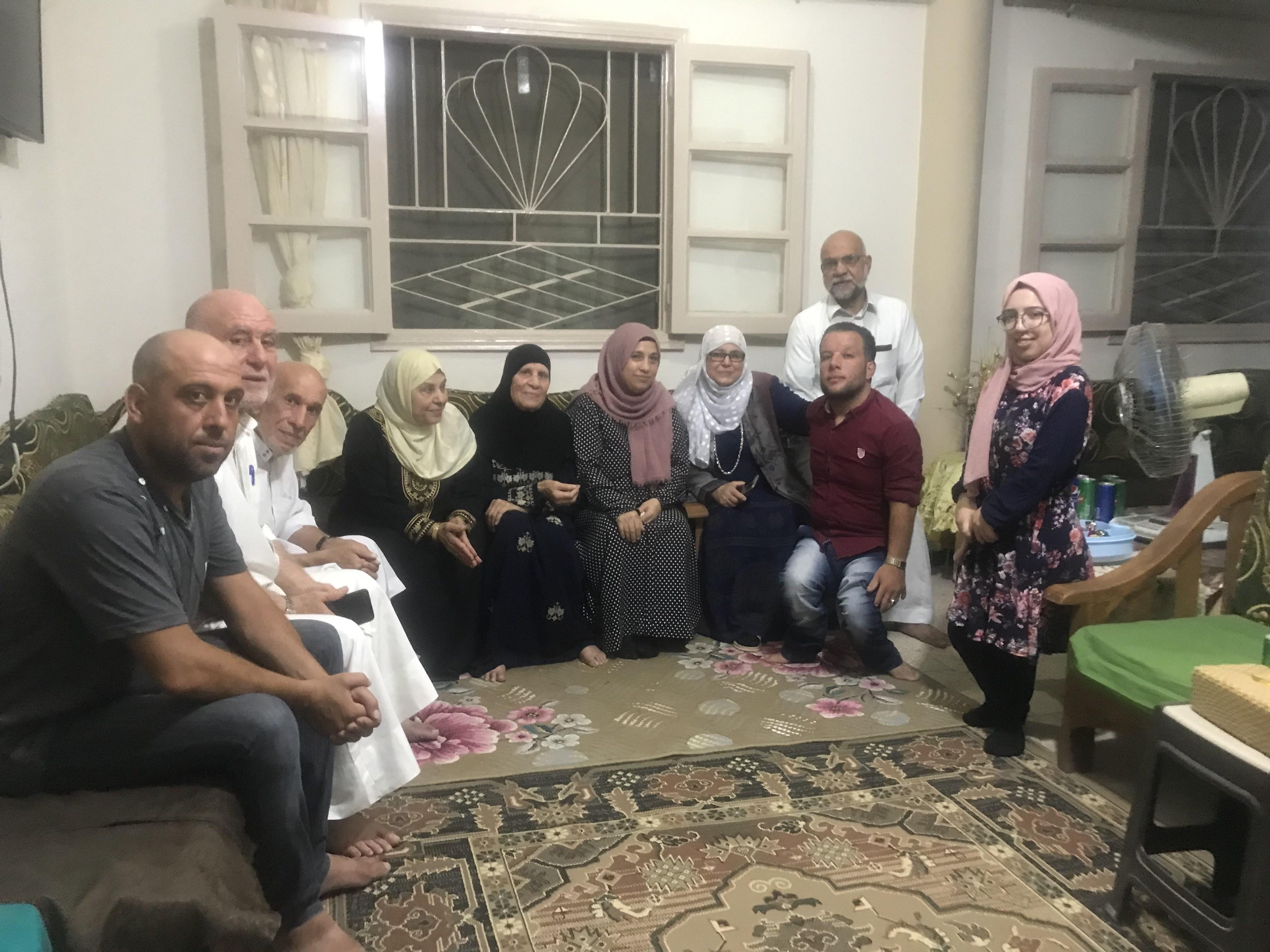 العروسين اسماء وحسين بين الاهل