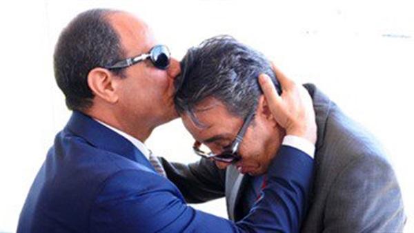 بالفيديو.. السيسى يترجل لتحية  ساطع النعمانى ويقبل جبينه  بأكاديمية الشرطة