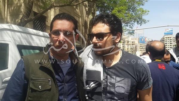 بالصور.. خروج جثمان «حماة» محمود عبدالعزيز من «عمر مكرم»