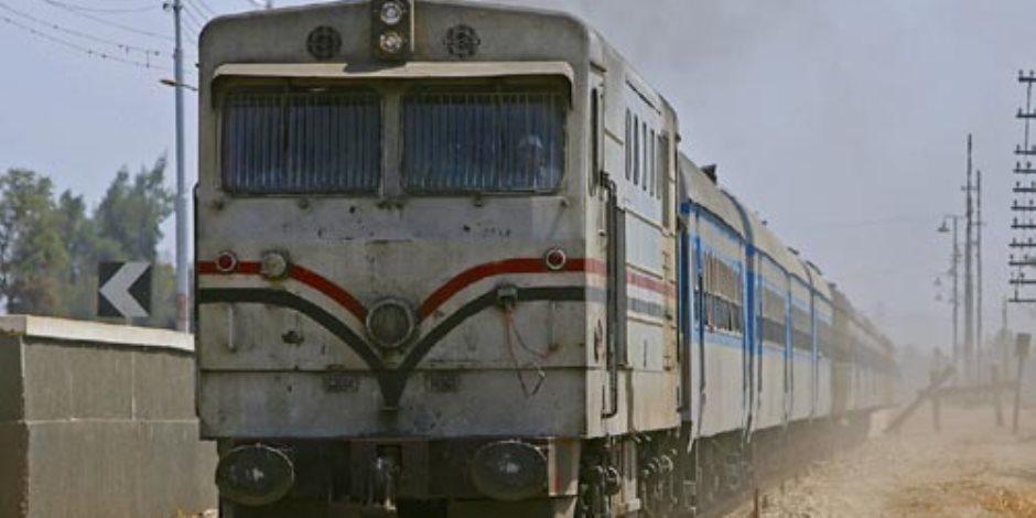 حجر مجهول يصيب مساعد قائد قطار ورئيس الهيئة يصرف له مكافأة