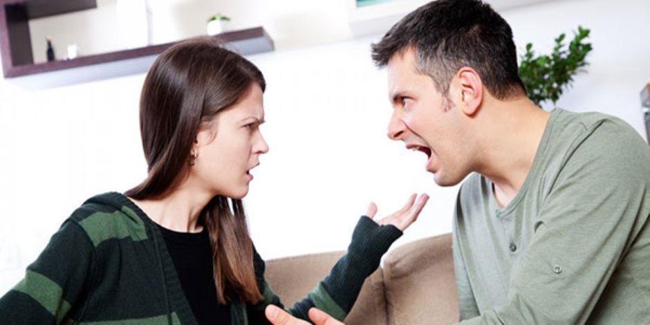 أربع علامات تدل على غيرة الرجل على شريكة حياته