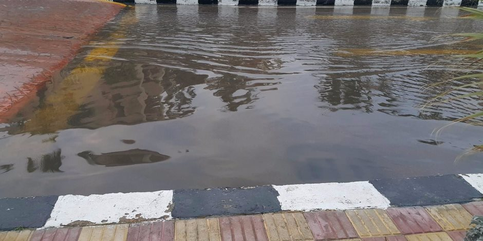 كثافات مرورية أمام مستشفى الشرطة بمدينة نصر بسبب كسر ماسورة مياه
