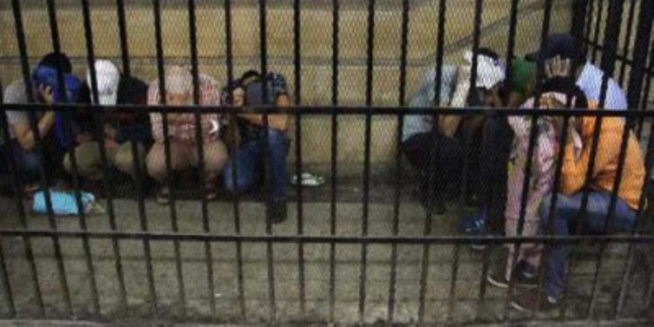 حبس 6 عاطلين لاتهامهم بانتحال صفة ضباط شرطة والنصب على طبيب