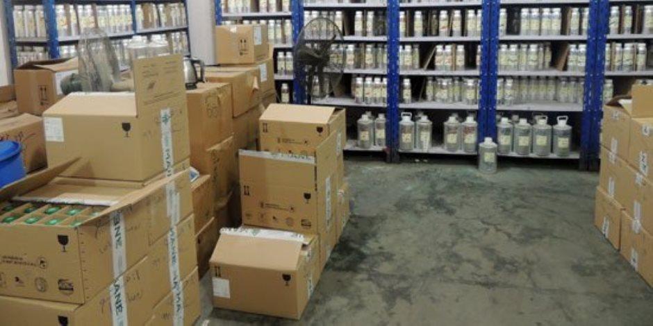 القبض على صاحب مصنع يستخدم مواد مسرطنة في تصنيع العطور بالجيزة