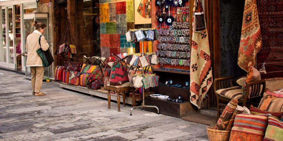 قرارات جديدة لتنظيم مواعيد البازارات والمطاعم السياحية.. ونائب وزير السياحة: نتستهدف مظهرا حضاريا