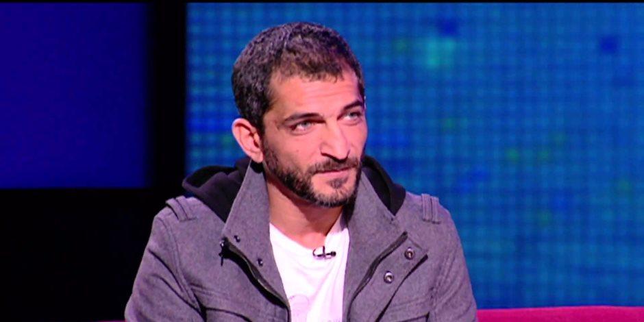 يسقط كل من خان.. هذه مواقف عمرو واكد المؤيدة للتطبيع مع إسرائيل (فيديو)