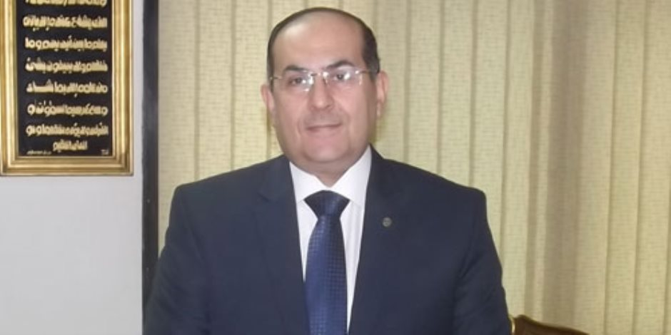 محافظ سوهاج يكرم رجال البحث الجنائي تقديرا لمجهوداتهم في حفظ الأمن بالشارع السوهاجى