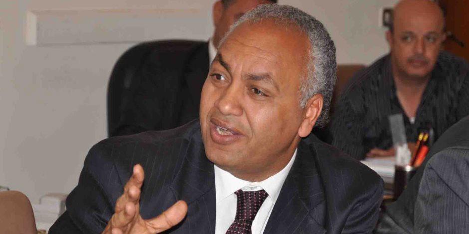 مصطفى بكري: شريف إسماعيل باق في منصبه.. والتعديلات تشمل 7 حقائب وزارية