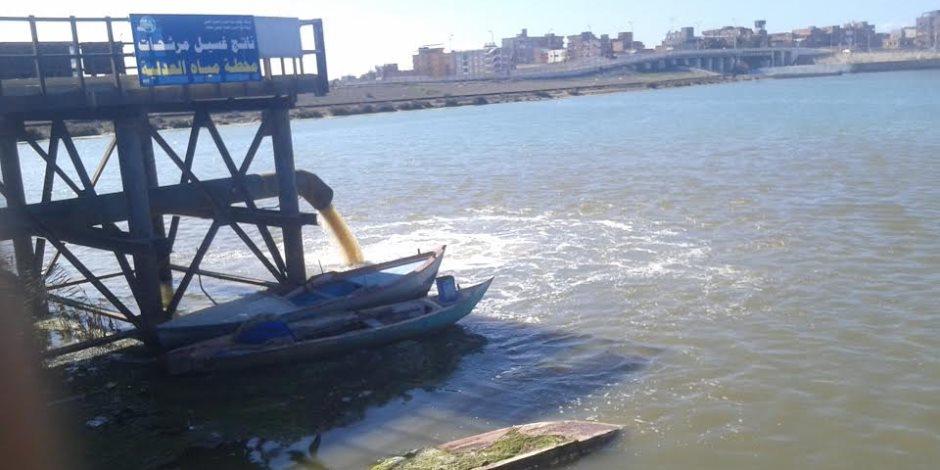 «ري أسوان»: الدفع بـ15 معدة لوقف تدفق مياه الصرف الصحي إلى ترعة وادي النقرة