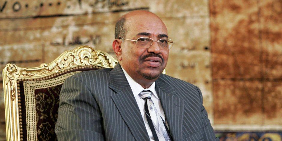 عمر البشير يشهد مراسم تسليم رئاسة أركان الجيش السوداني