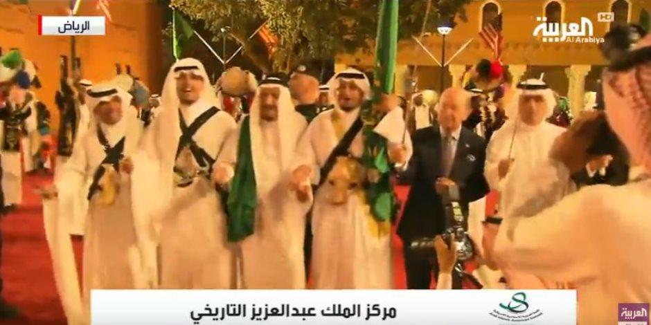 ترامب والملك سلمان يرقصان «العرضة» بعد انتهاء قمة الرياض (فيديو وصور)