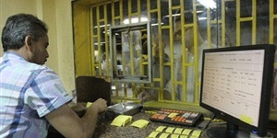 موظف تذاكر يغادر الشباك بعد مشادات مع الركاب في مترو الشهداء (فيديو)