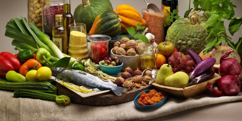 أهم الأطعمة لتحسين حركة الأمعاء وعملية الهضم.. أبرزها الكرنب والبطاطا