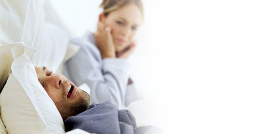 هل تعاني من «الشخير» أثناء النوم؟.. قد يكون «ثقل لسانك» السبب