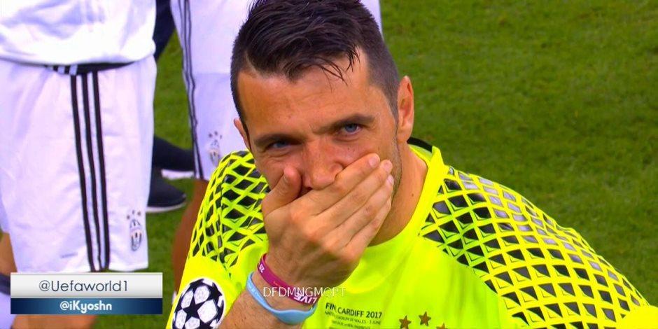 ما أشبه الليلة بالبارحة.. دموع أبو تريكة تجري في عيون بوفون (فيديو)