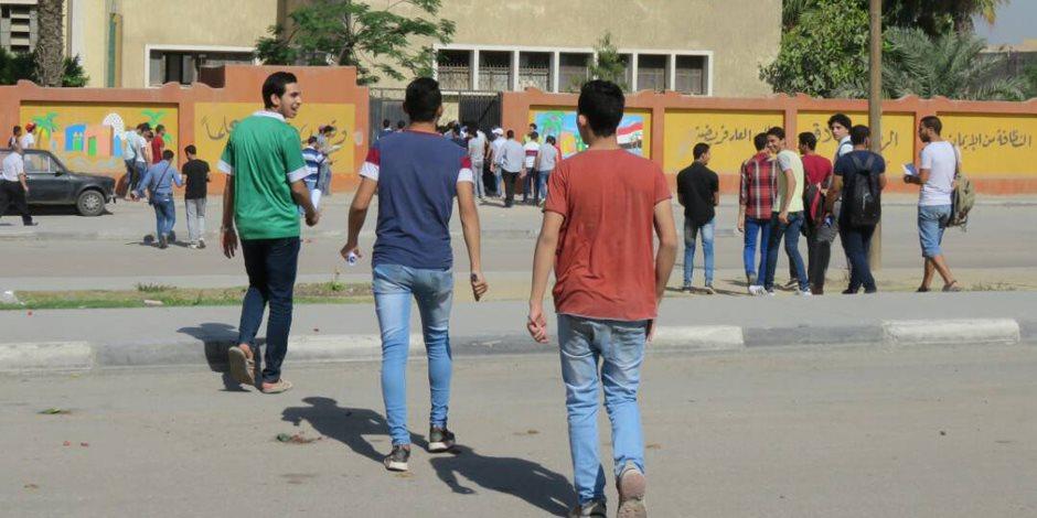 طلاب مدرسة بالمحلة يرشقون المراقبين بالحجارة لعدم تمكنهم من الغش