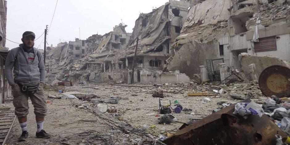 فرق الإنقاذ السورية تزيل أنقاض موقع انفجار مدينة إدلب