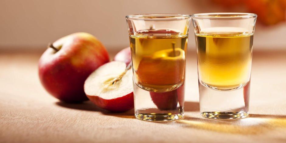 كل لحمة براحتك.. تناول خل التفاح والماء لخفض نسبة الكوليسترول في الدم