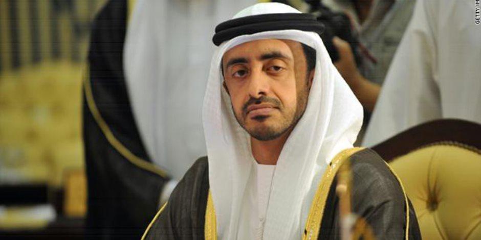 وزير الخارجية الإماراتي يصل شرم الشيخ لحضور منتدى شباب العالم