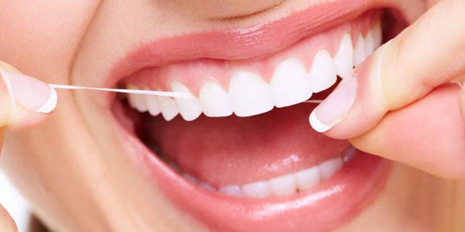 للتخلص من مشاكل الأسنان وتقويتها.. أطباء يوصون بتناول التفاح والمكسرات والبرتقال
