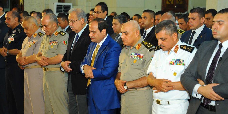 تفاصيل لقاء السيسي بكبار قادة القوات المسلحة عقب أداء صلاة الجمعة