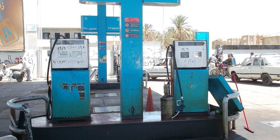 الداخلية تداهم محطات وقود مخالفة وتضبط 73 طنا معدة للبيع في السوق السوداء