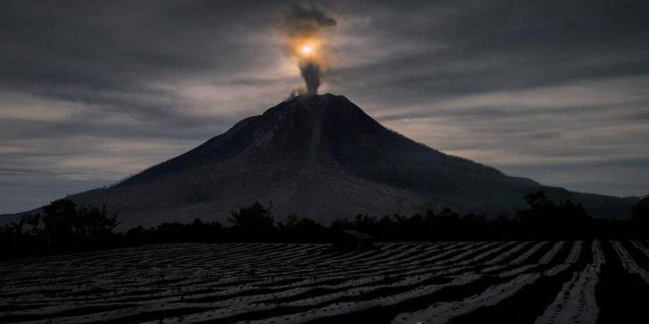 الحمم البركانية تدمر 4 منازل وتقطع ساق مواطن بهاواي