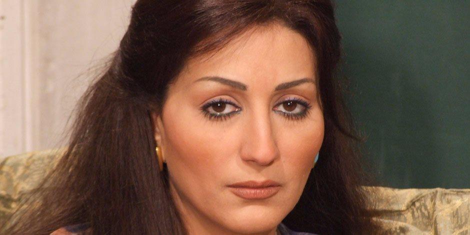 «خدامة» سرقتها في أول يوم شُغل.. وفاء عامر في قسم شرطة