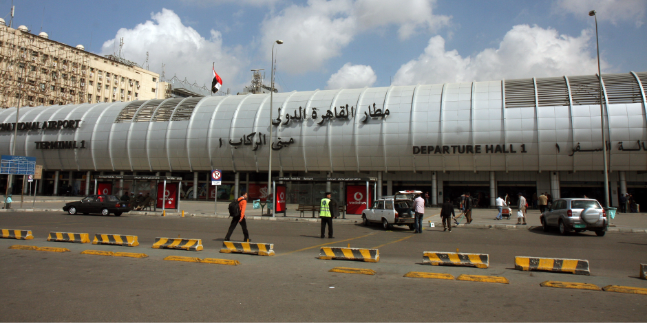 إلغاء اختبار الدم للركاب بمطار القاهرة والاكتفاء بقياس درجات الحرارة فقط