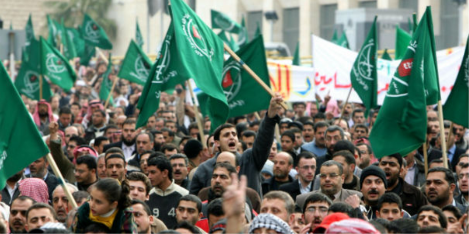 طبع الخيانة غلاب.. «الإخوان» تستقوى بالخارج وتمول منظمات دولية للتحريض ضد مصر