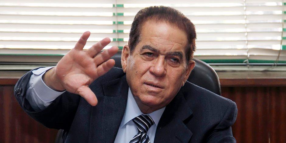رئيس الوزراء الأسبق كمال الجنزوري يدلي بصوته بمصر الجديدة
