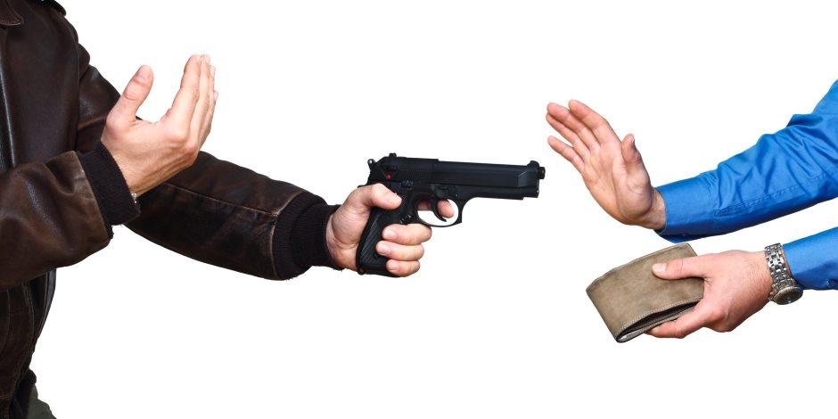 «قطعوا عليه الطريق».. سرقة تحت تهديد السلاح لمحصل كهرباء بالمنيا