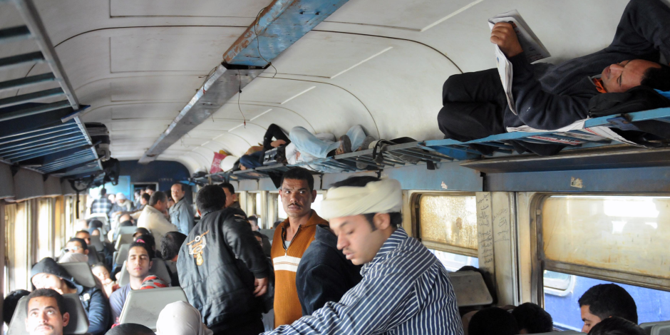 انتظام حركة القطارات بسوهاج بعد تعطل قطار 1936 أسباني «أسوان - القاهرة»