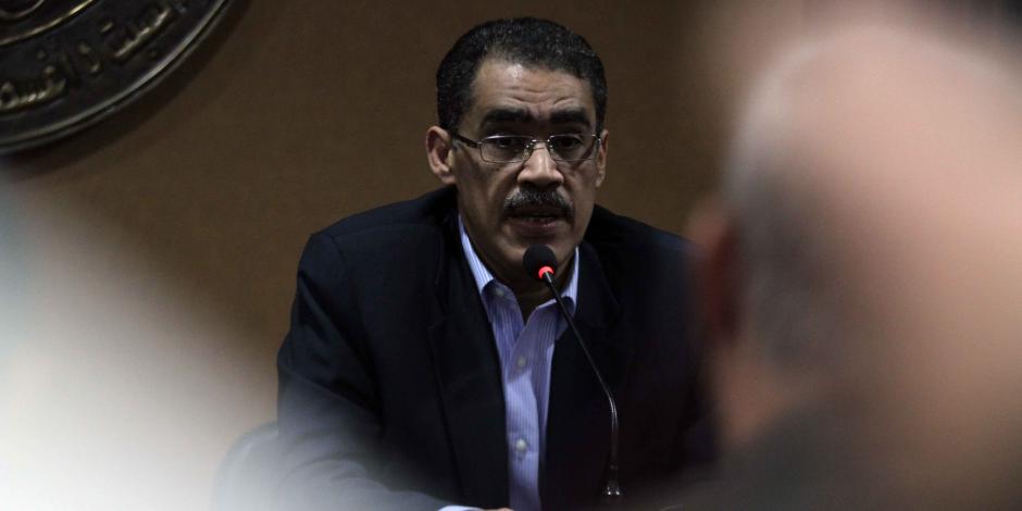 """رئيس هيئة الاستعلامات يسلم ممثلي واشنطن بوست ونيويورك تايمز نسخة من """"سقطات"""" الصحيفتين ضد مصر"""