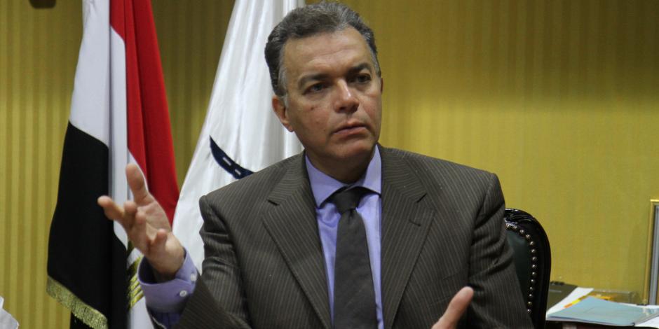 """وزير النقل عن حادث قطار البحيرة: """"اسألوا اللي بيتعدوا على السكة الحديد"""""""