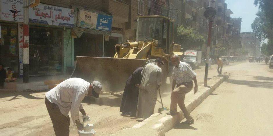 حملتين للنظافة وتبليط الشوارع وتجميلها بحي العجوزة