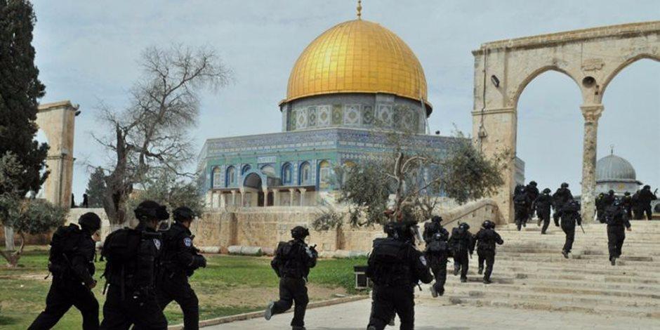 مستوطنون يقتحمون الأقصى وقوات الاحتلال تمنع دخول الطلاب الفلسطينيين