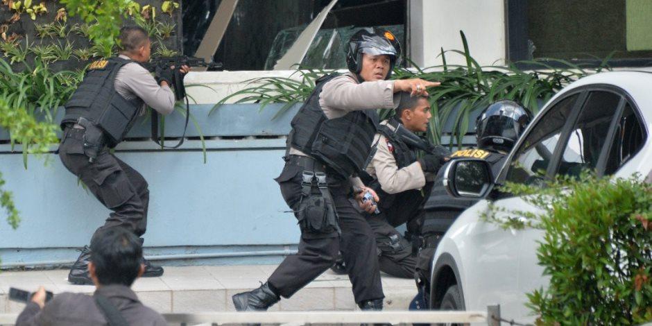 اعتقال 51 رجلا في مداهمة لنادي صحي للمثليين بإندونيسيا