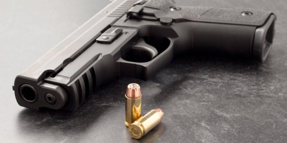 حبس مقاول بتهمة حيازة أسلحة وذخيرة بحلوان