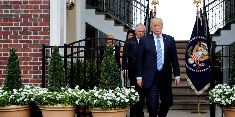 عام على انتخاب ترامب .. محاولات لإحراجه وتدخل روسي وعلاقات جنسية
