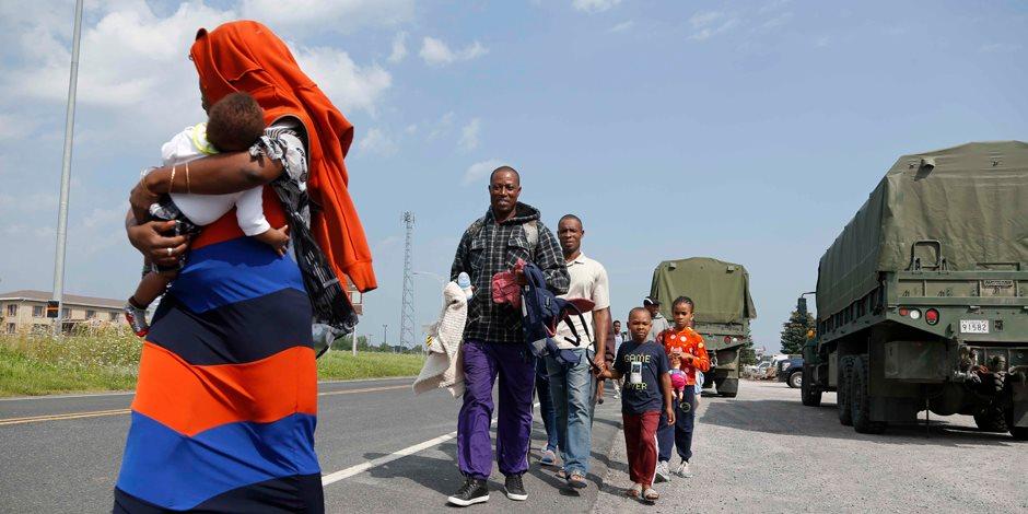 الجيش الكندي يبدأ استقبال المهاجرين في المخيم الجديد على حدود أمريكا (صور)